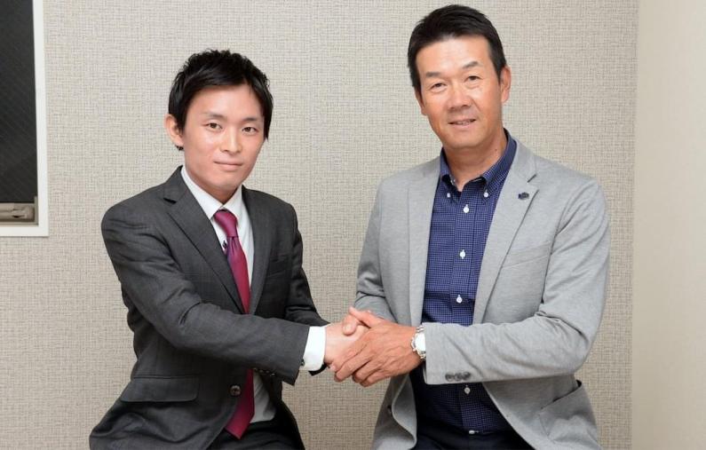 元プロ野球選手阪神タイガースで「代打の神様」と言われた 八木裕選手から経営者としてインタビューを受ける西澤 裕倖